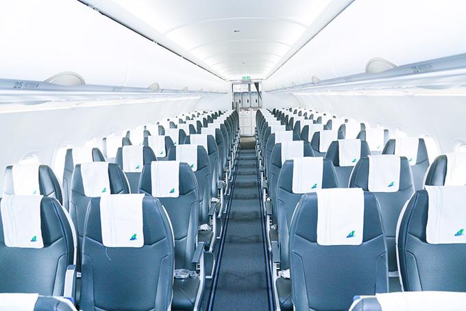 Khoang hành khách rộng rãi, tông màu ghi chủ đạo tạo cảm giác sang trọng.
