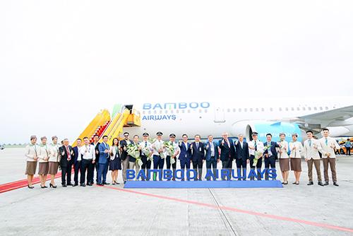 Lễ đón máy bay Airbus A321NEO có sự tham dự của ông Đào Văn Chương - Phó Cục trưởng Cục Hàng không Việt Nam, ông Herve Ochsenbein - Tham tán Kinh tế Đại sứ quán Pháp, ông Jean Michael Caldagues - Phó Chủ tịch tập đoàn Airbus, ông Đặng Tất Thắng - Phó Chủ tịch thường trực Bamboo Airways.
