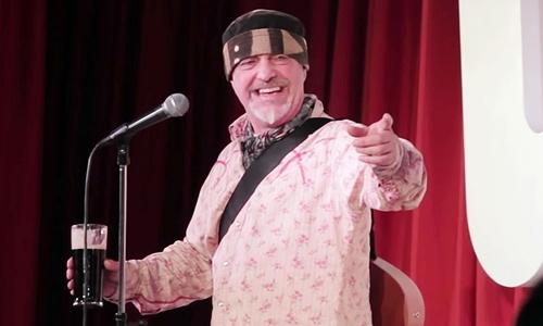 Ian Cognito biểu diễn tại Anh năm 2012. Ảnh: YT.