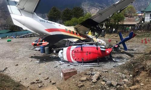 Hiện trường tai nạn ở sân bay Lukla. Ảnh: AFP.