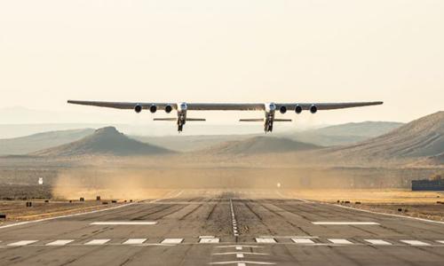 Stratolaunch trong chuyến bay thử nghiệm tại sân bay Mojave Air & Space Port. Ảnh: Stratolaunch.
