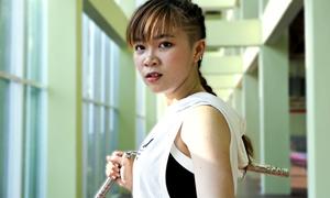 Cô gái đánh côn nhị khúc điêu luyện vì thần tượng Lý Tiểu Long