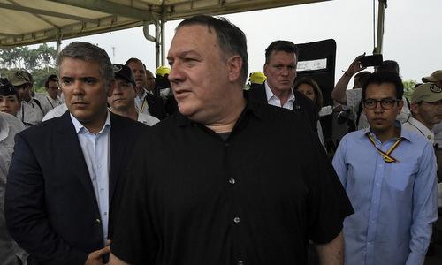 Ngoại trưởng Pompeo (giữa) thăm trại tị nạn ở Cucuta hôm 14/4. Ảnh: AFP.