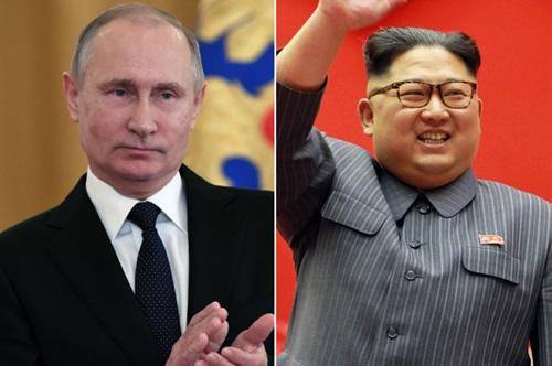 Tổng thống Nga Putin (trái) và lãnh đạo Triều Tiên Kim Jong-un. Ảnh: AP.