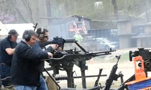 Người Mỹ khai hỏa đại liên, súng máy trong lễ hội bắn súng lớn nhất thế giới
