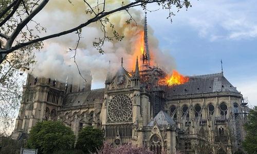 Kết quả hình ảnh cho nhà thờ đức bà paris cháy