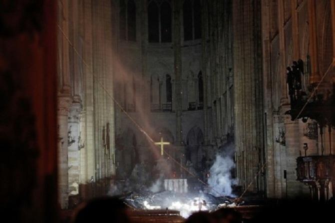 Cảnh tượng bên trong nhà thờ Đức Bà Paris sau vụ cháy