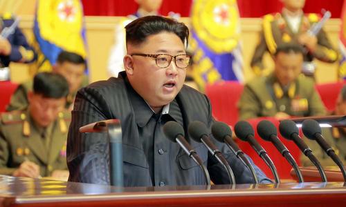 Kim Jong-un phát biểu trong cuộc họp với các tướng quân đội năm 2016. Ảnh: KCNA.