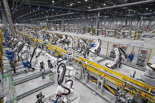 Nhà máy ô tô VinFast được trang bị hệ thống máy móc, trang thiết bị hiện đại với chuẩn hiện đại hóa cao.