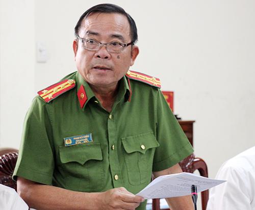 Đại tá Phạm Hữu Châu, Phó giám đốc Công anLong An thông tin vụ án. Ảnh: Hoàng Nam.