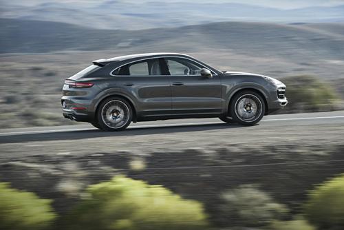 Cayenne Coupe bản tiêu chuẩn sử dụng động cơ V6 bán chính hãngcó giá từ 4,95 tỷ đồng.
