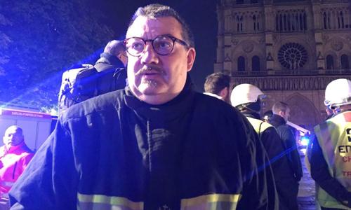 Linh mục Pháp được ca ngợi vì bảo vệ thánh tích trong Nhà thờ Đức Bà