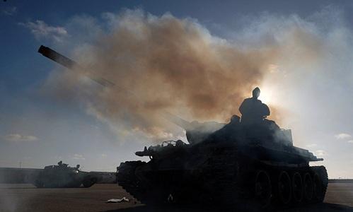 Lực lượng LNA đang tiến về Tripoli ngày 13/4. Ảnh: AP.