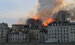 Vụ cháy nhà thờ Đức Bà Paris xảy ra như thế nào?