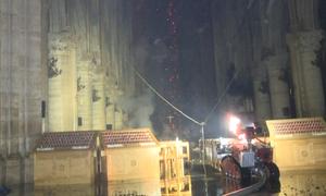 12 giờ vật lộn dập lửa bên trong Nhà thờ Đức Bà Paris