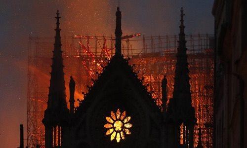 Nhà chiêm tinh Nostradamus từng tiên đoán vụ cháy Nhà thờ Đức Bà Paris