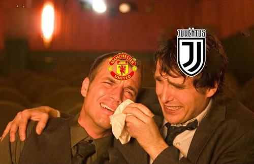 Fan MU và Juve lúc này.