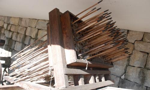 Hwacha có thể dùng mũi tên nhỏ để tăng tầm bắn. Ảnh: Wikipedia.
