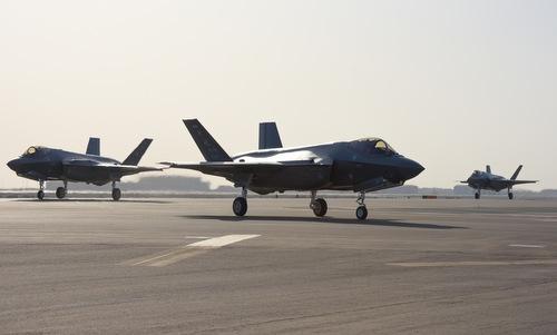 Phi đội F-35A hạ cánh tại căn cứ Al Dhafra, UAE hôm 15/4. Ảnh: USAF.