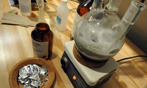 Thiết bị trong phòng thí nghiệm của giáo sư người Nhật. Ảnh: AFP.