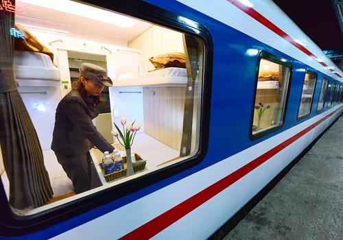 Ngành đường sắt vận hành hết công suất các đoàn tàu. Ảnh: Giang Huy