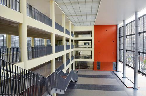 Cơ sở vật chất hiện đại của trường THPT chuyên Hà Nội - Amsterdam. Ảnh: Quang Xuân.