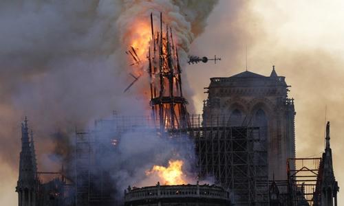 Tranh cãi xoay quanh những khoản đóng góp ồ ạt cho Nhà thờ Đức bà Paris