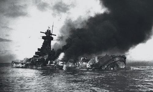 Đô đốc Graf Spee sau khi bị thủy thủ đoàn phá hủy. Ảnh: Wikipedia.