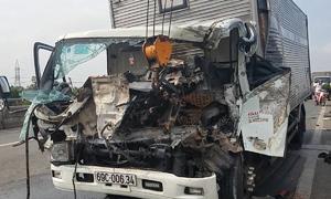 Dừng xe trên cầu để sửa chữa, hai tài xế ở Sài Gòn bị tai nạn tử vong