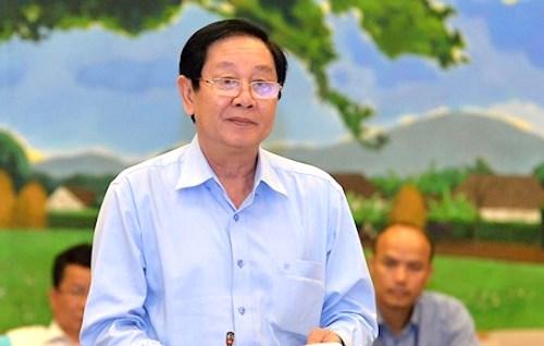 Bộ trưởng Nội vụ Lê Vĩnh Tân trình bày tờ trìnhdự án Luật sửa đổi, bổ sung một số điều của Luật Tổ chức Chính phủ và Luật Tổ chức chính quyền địa phương chiều 18/4. Ảnh: Trung tâm báo chí QH