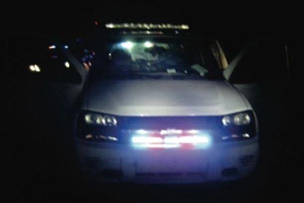 Chiếc xe của Matthew Erris được lắp nhiều loại đèn đặc trưng cho xe cảnh sát tàng hình.