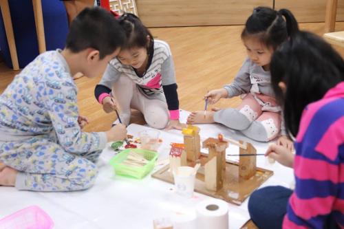 Nhiều hoạt động vui chơi khám phá nghệ thuật giúp trẻ thỏa sức sáng tạo tại trại hè bán trú Avatar Land.