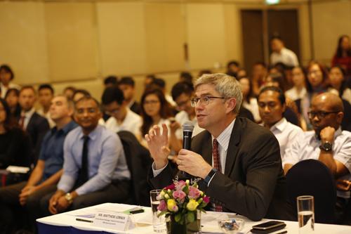 Cuộc thiGiải quyết tình huống kinh doanh tạo cơ hội vấn đáp, trao đổi với các lãnh đạo từ công ty đa quốc gia.