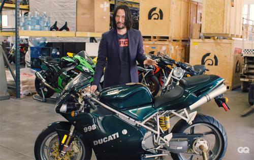 Keanu Reeves và chiếc Ducati từng xuất hiện trong phim The Matrix Reloaded.