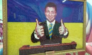 Bức chân dung ứng viên tổng thống Ukraine làm bằng 15 kg kẹo