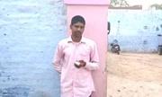 Thanh niên Ấn Độ tự chặt ngón tay vì bỏ phiếu nhầm
