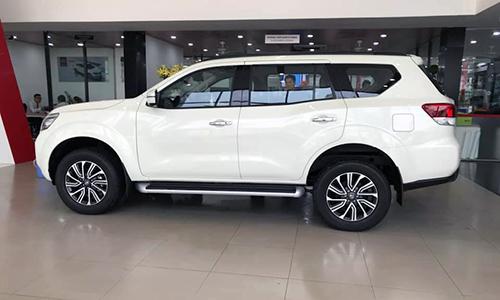 Nissan Terra tại đại lý. SUV 7 chỗ Nhật Bản giảm giá liên tiếp trong 2 tháng gần đây.