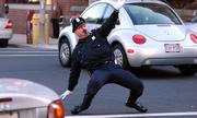 Kẻ mạo danh lộ tẩy vì dọa nhầm vào cảnh sát ngầm ở Mỹ