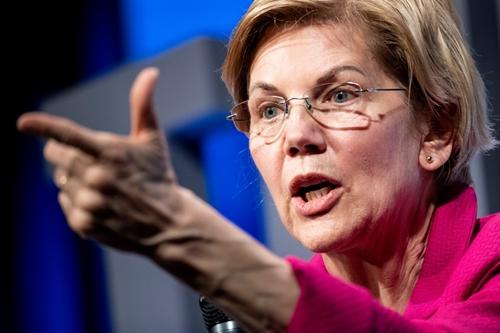 Elizabeth Warren tại Washington ngày 1/4. Ảnh: AFP.