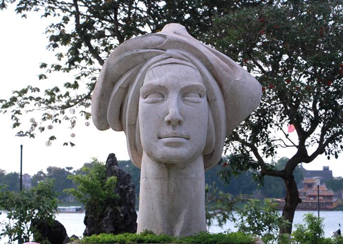 Công viên tượng bên dòng sông Hương