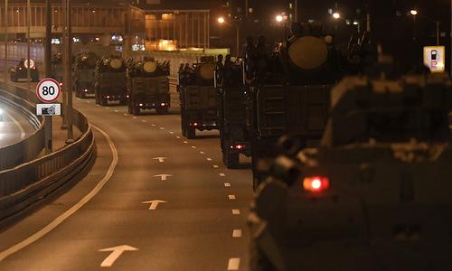 Đoàn xe cơ giới tiến vào thủ đô Moskva hôm 20/4. Ảnh: Bộ Quốc phòng Nga.