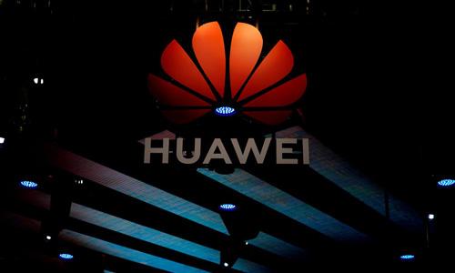 Logo của tập đoàn viễn thông Huawei trong một buổi triển lãm tại Thượng Hải, Trung Quốc hôm 16/4. Ảnh: Reuters.