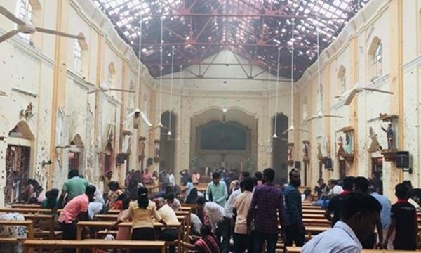 Tường và mái đền Thánh Anthony hư hại sau vụ nổ. Ảnh: Twitter.