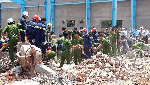 Hiện trường vụ sập tường công trình vùi lấp nhiều công nhân xây dựng ngày 15/3. Ảnh: Vĩnh Nam