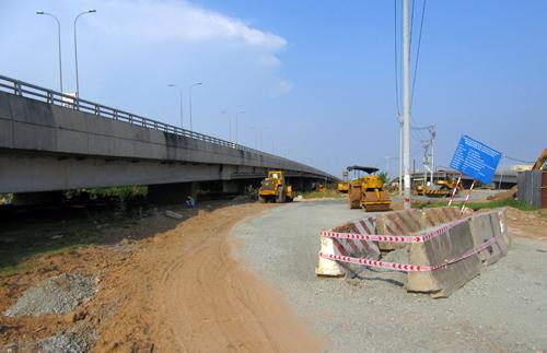 Hành lang an toàn cao tốc TP HCM – Long Thành liên tục bị xâm phạm