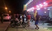 20 người cầm hung khí truy sát trước tiệm cầm đồ