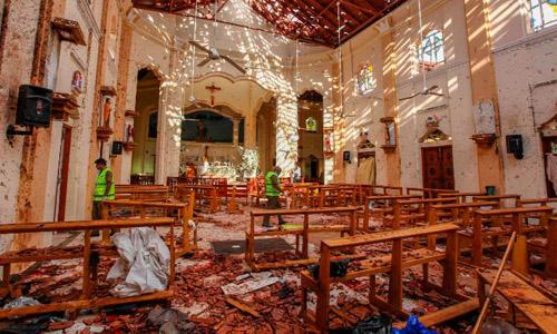 Nhà thờ Thánh Sebastian ở Negombo, Sri Lanka tan hoang sau vụ một đánh bom hôm 21/4. Ảnh: CNN.