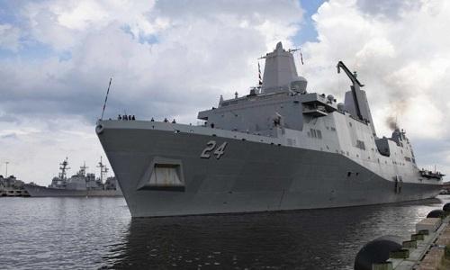 Tàu đổ bộ USS Arlington của hải quân Mỹ. Ảnh: BI