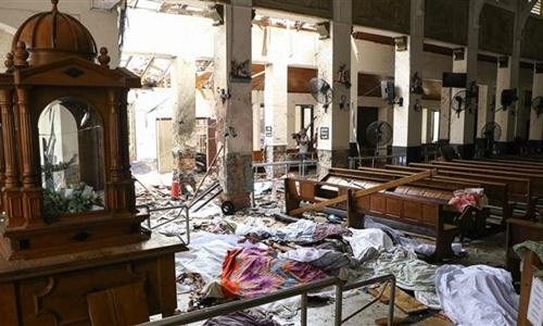 Hiện trường bên trong nhà thờ Thánh Anthony bị đánh bom ngày 21/4. Ảnh: AFP.