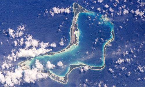 Đảo Diego Garcia nhìn từ vệ tinh năm 2003. Ảnh: Peoples World.
